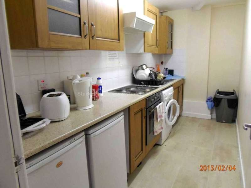 6 Bedrooms Flat for rent in Yew Tree Road, Manchester, M20 3FR