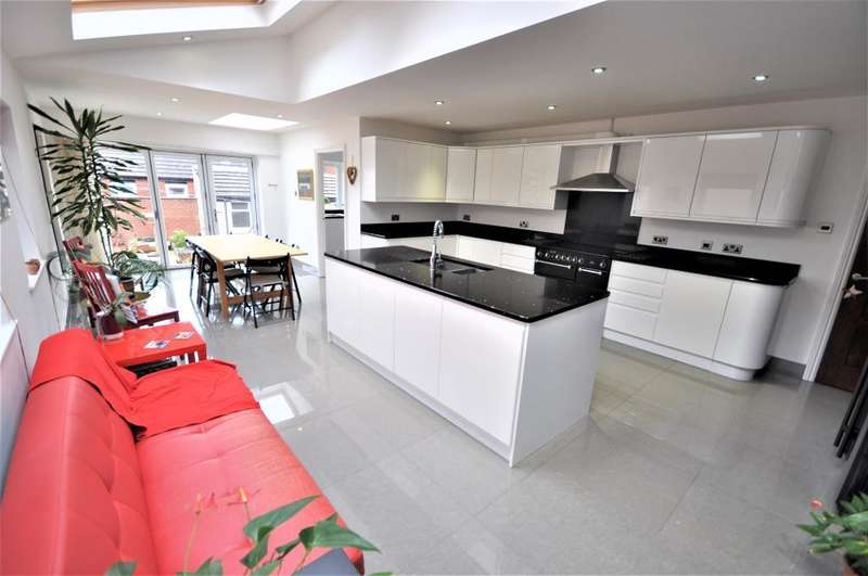 5 Bedrooms Semi Detached House for sale in St Annes Road East, St Annes, Lytham St Annes, Lancashire, FY8 1UL