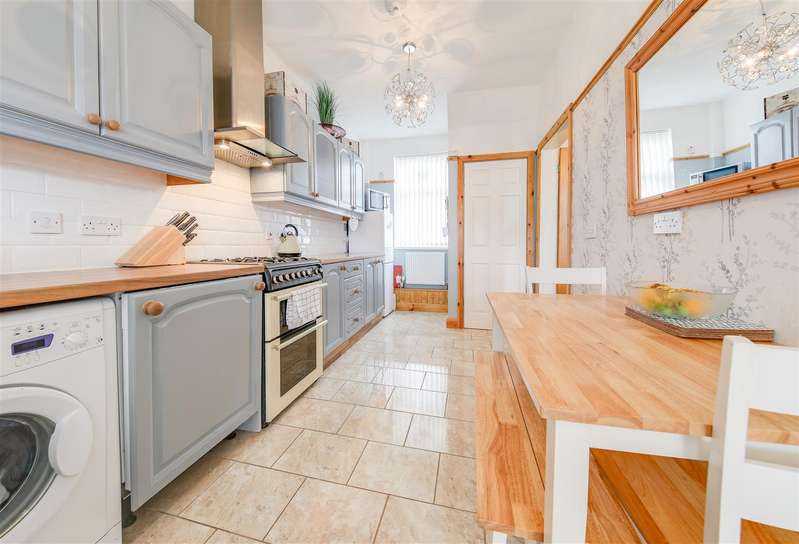 3 Bedrooms Town House for sale in Booth Crescent, Waterfoot, Rossendale
