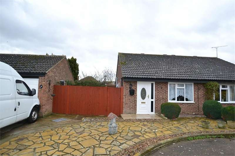2 Bedrooms Semi Detached Bungalow for sale in Dixon Avenue, Clacton-on-Sea, Essex CO16