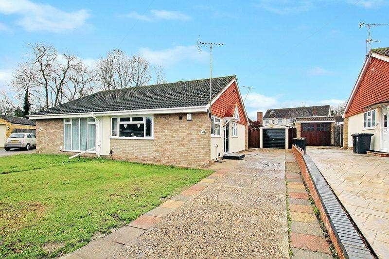 2 Bedrooms Semi Detached Bungalow for sale in Faesten Way, Bexley