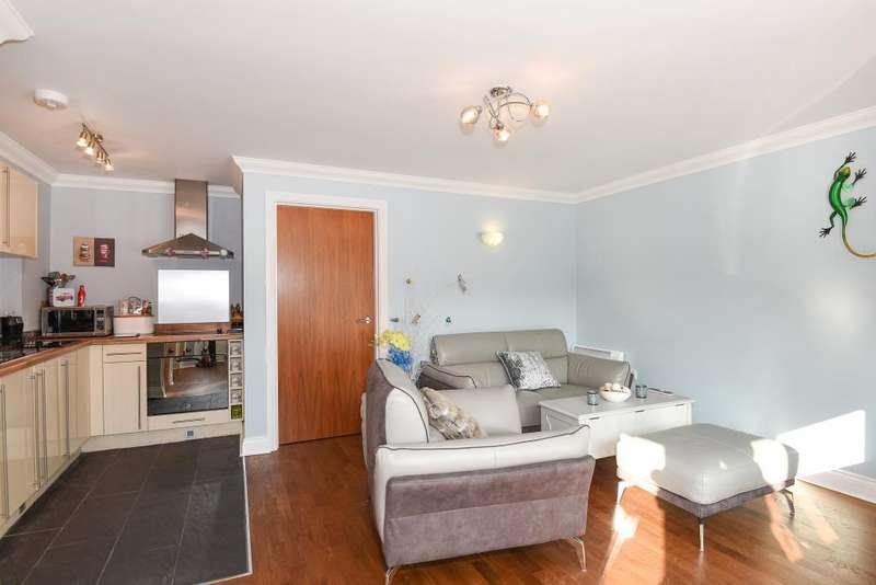 1 Bedroom Flat for sale in Halliford Court, Shepperton, TW17