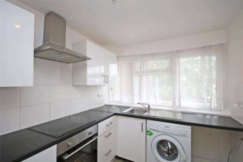 2 Bedrooms Maisonette Flat for sale in Douglas Road, Addlestone, Surrey