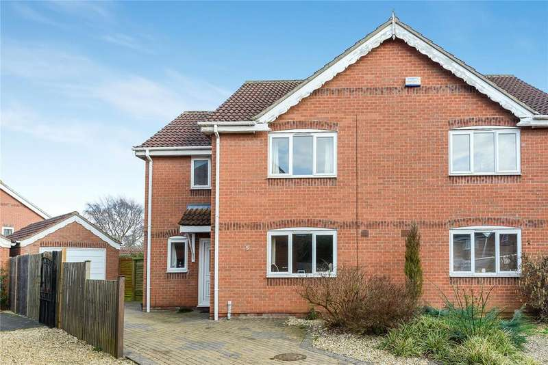 3 Bedrooms Semi Detached House for sale in Field Close, Ruskington, NG34