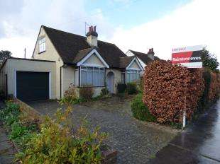 3 Bedrooms Bungalow for sale in Orchard Way, Shirley, Croydon, Surrey