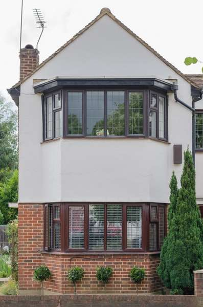 2 Bedrooms Maisonette Flat for sale in Lyndale, hampton court way, Thames ditton, London, KT7