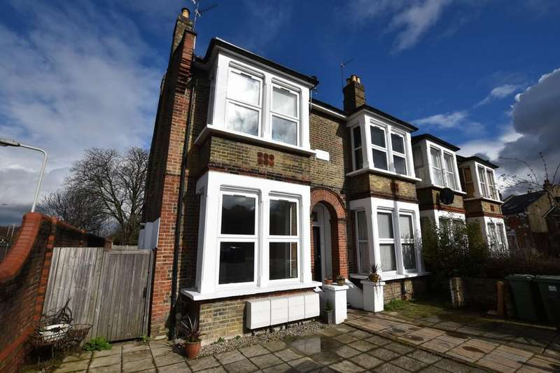 2 Bedrooms Ground Flat for sale in Selsdon Road, Wanstead