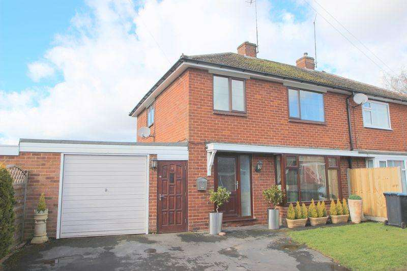 3 Bedrooms Semi Detached House for sale in Haselor Close, Alcester