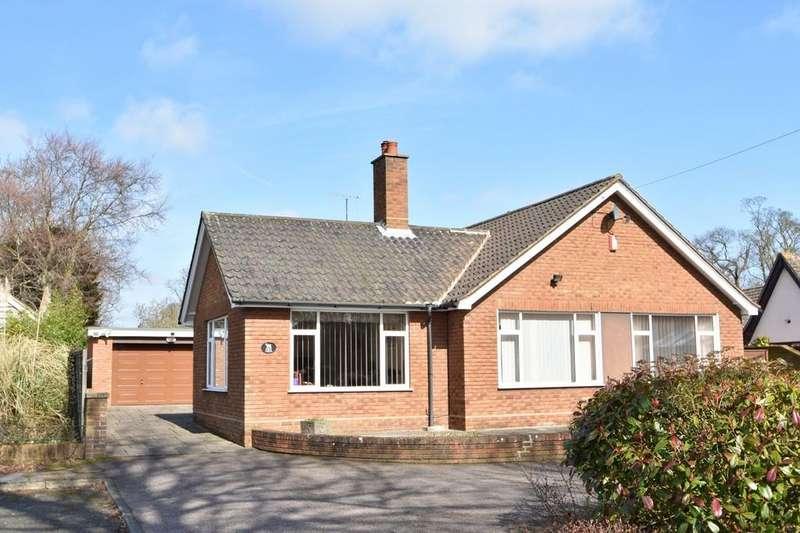 3 Bedrooms Detached Bungalow for sale in Tuddenham Road, Ipswich, IP4 2TE