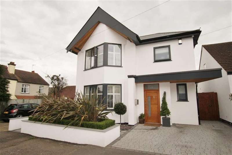 3 Bedrooms Detached House for sale in Bonchurch Avenue, Leigh-on-sea, Essex