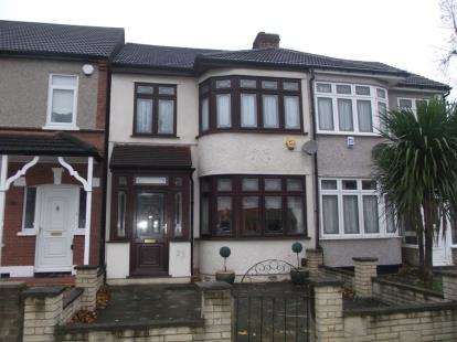 3 Bedrooms Terraced House for sale in Gidea Park, Essex