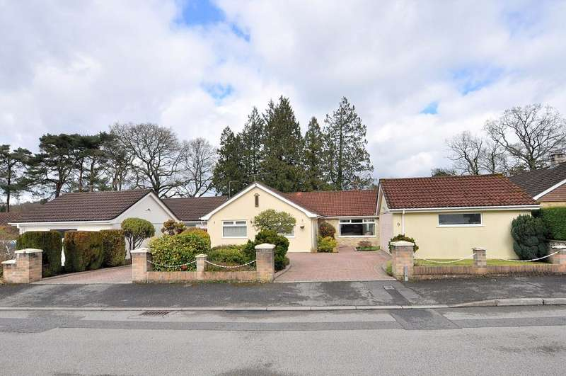 4 Bedrooms Detached Bungalow for sale in Everglades Close, Ferndown