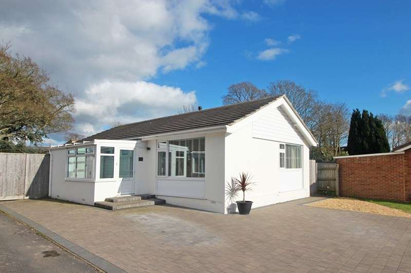 3 Bedrooms Detached Bungalow for sale in Whitehayes Close, Burton, Christchurch