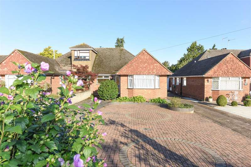 3 Bedrooms Semi Detached Bungalow for sale in Franklyn Road, Walton-On-Thames