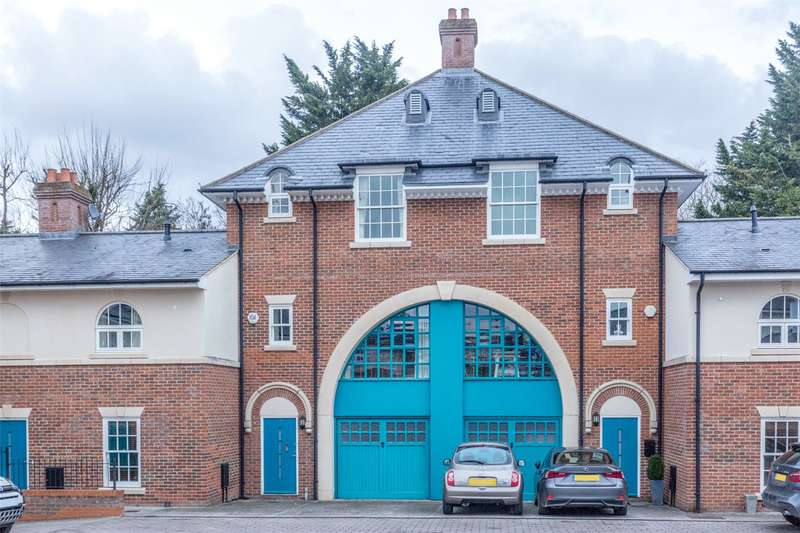2 Bedrooms Terraced House for sale in Quoitings Drive, Marlow, Buckinghamshire, SL7