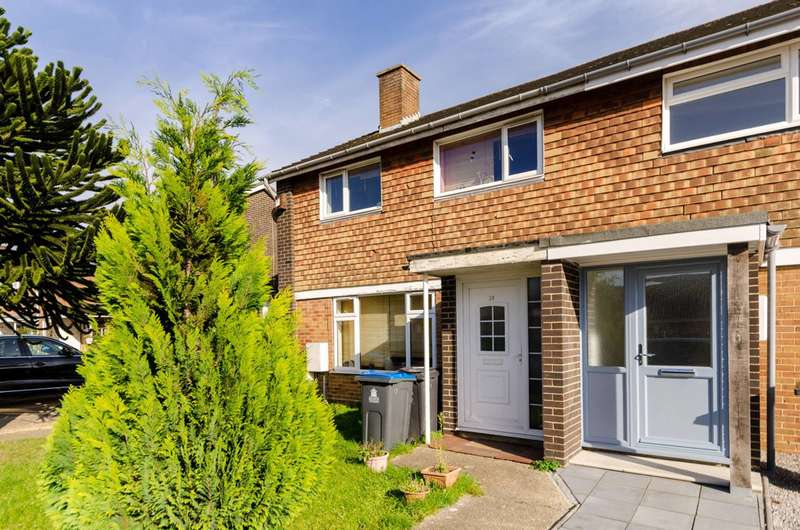 5 Bedrooms Semi Detached House for sale in Voewood Close, Motspur Park, KT3