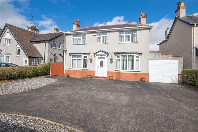3 Bedrooms Detached House for sale in Chester Road, Mold