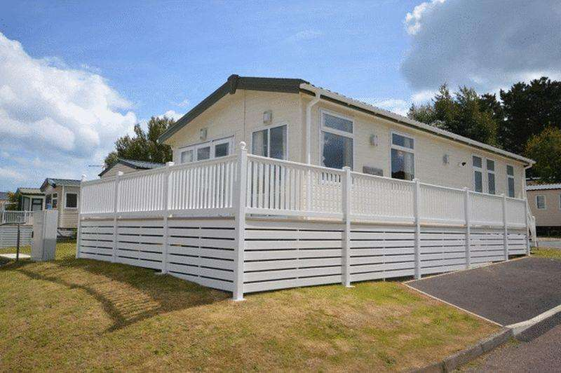 2 Bedrooms Park Home Mobile Home for sale in Dawlish Sands Holiday Park, Dawlish