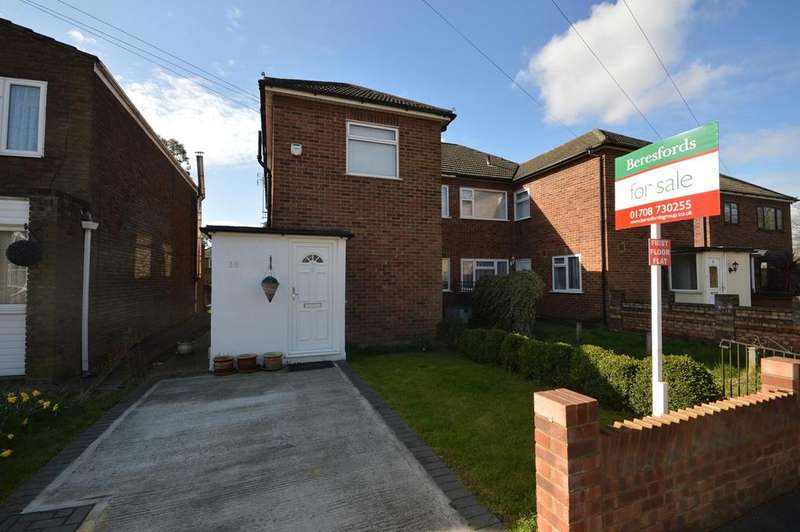 2 Bedrooms Maisonette Flat for sale in Essex Close, Romford, RM7