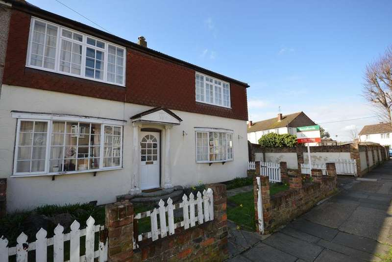 3 Bedrooms Semi Detached House for sale in Birch Road, Romford, RM7