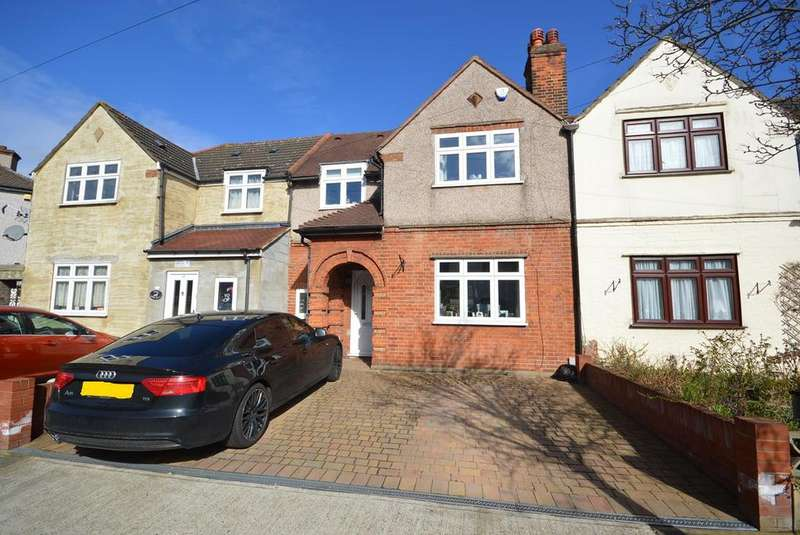 3 Bedrooms Terraced House for sale in Beech Street, Romford, RM7