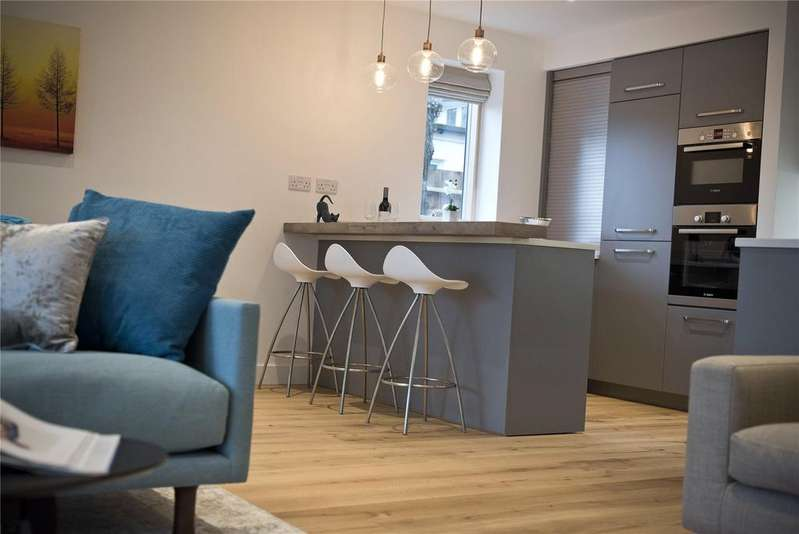 2 Bedrooms Flat for sale in Copper Beech House, College Road, Epsom, Surrey, KT17