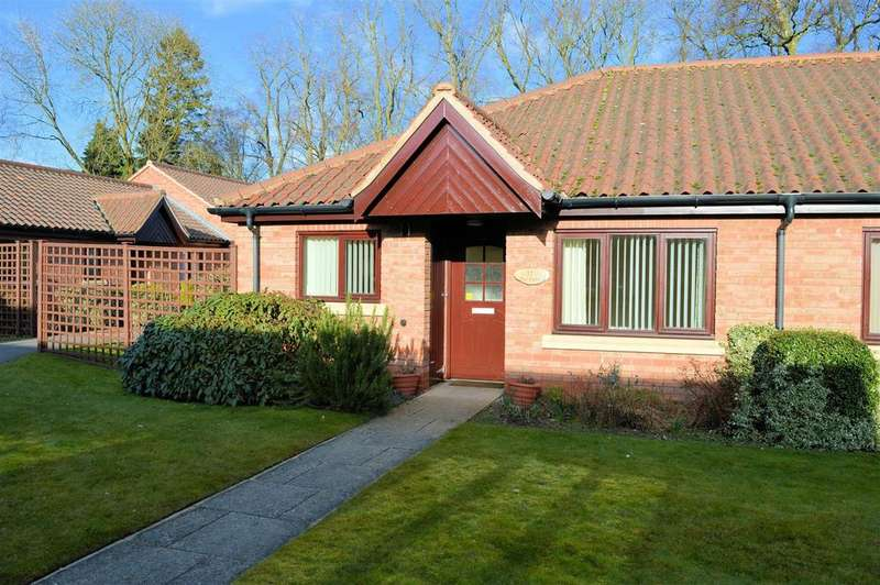 2 Bedrooms Bungalow for sale in Honeywell Close, Oadby, Leicester