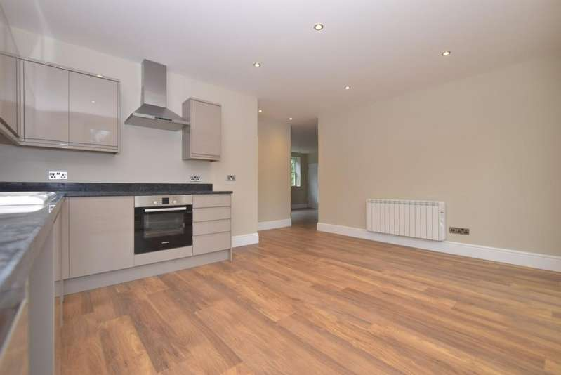 3 Bedrooms Ground Flat for rent in Station Road Midhurst GU29