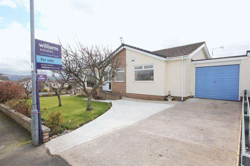 3 Bedrooms Detached Bungalow for sale in Clwydian Park Crescent, St. Asaph
