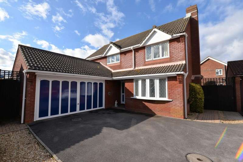 4 Bedrooms Detached House for sale in Rockbourne Gardens, Barton On Sea, New Milton