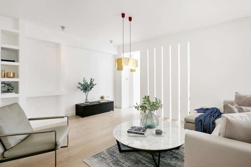 1 Bedroom Flat for sale in Matisee Court, Old Street, EC1Y