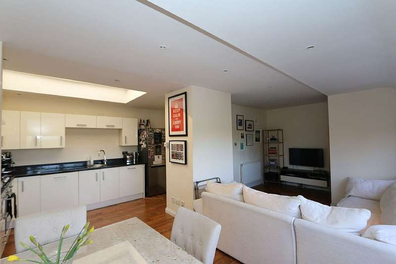2 Bedrooms Flat for sale in Chandos Way, London, London, NW11 7HF