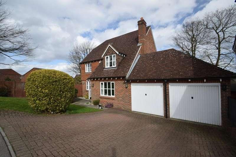 4 Bedrooms Detached House for sale in Brockbank Close, Walderslade, Chatham, ME5