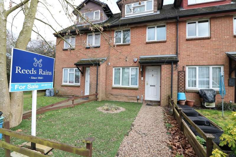 1 Bedroom Flat for sale in Copperfield, Chigwell, IG7