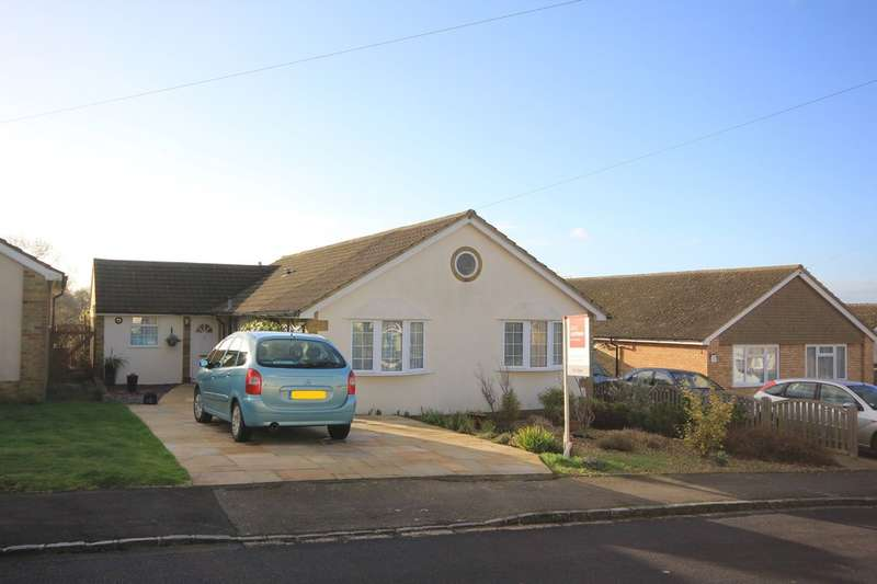 3 Bedrooms Detached Bungalow for sale in Lacey Green | Buckinghamshire