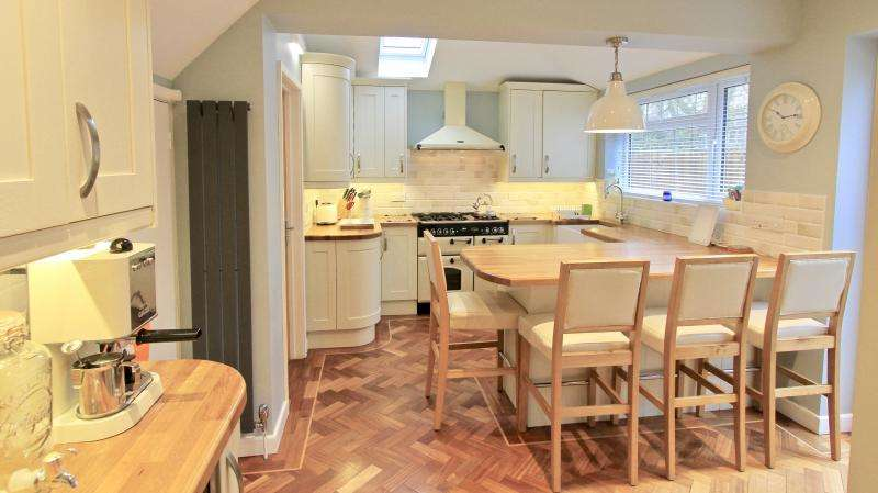 3 Bedrooms Detached House for sale in Roberts Ride, Hazlemere HP15