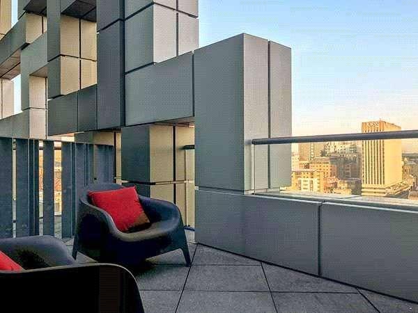 2 Bedrooms Flat for sale in The Cube East 200, Wharfside Street, Birmingham, West Midlands, B1