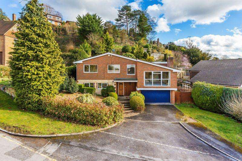 5 Bedrooms Detached House for sale in Abbot Road, Guildford, Off Warwicks Bench