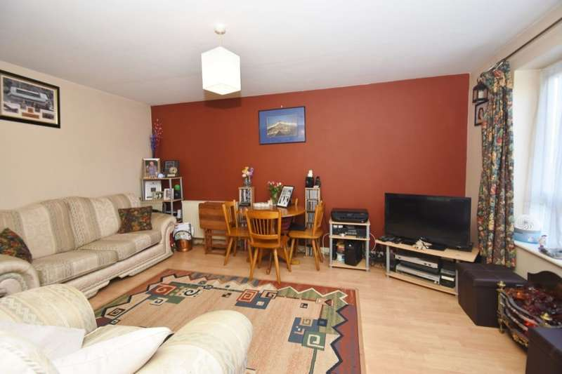 1 Bedroom Flat for sale in Stourton Avenue, FELTHAM, TW13
