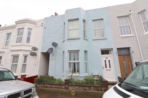 5 Bedrooms Terraced House for sale in Cambridge Road, Eastbourne, BN22