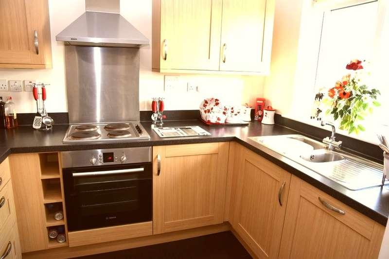 2 Bedrooms Flat for sale in Millers Close, West Dartford, DA1