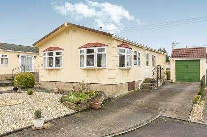 2 Bedrooms Bungalow for sale in Birch Close, Woodmancote Park Homes, Woodmancote, Cheltenham