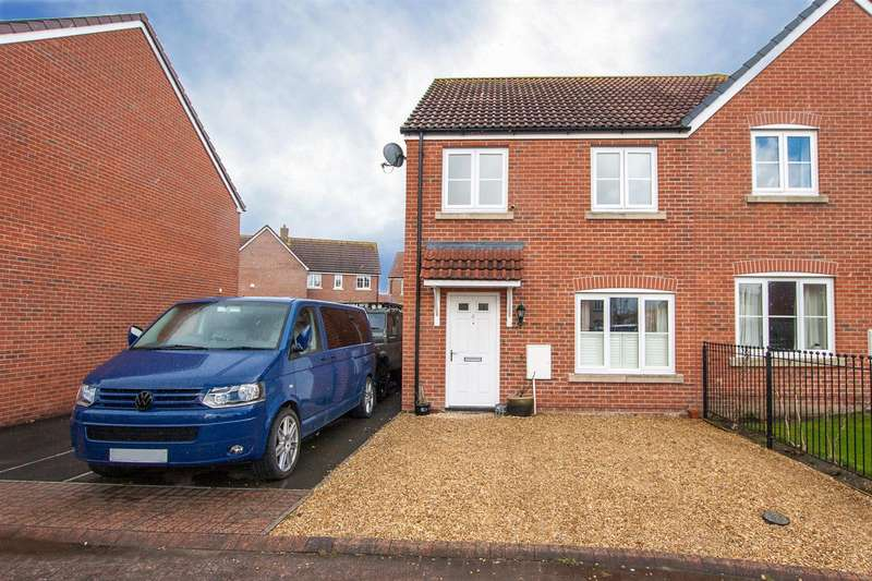 3 Bedrooms Semi Detached House for sale in Roundhouse Drive, Royal Wootton Bassett, SN4