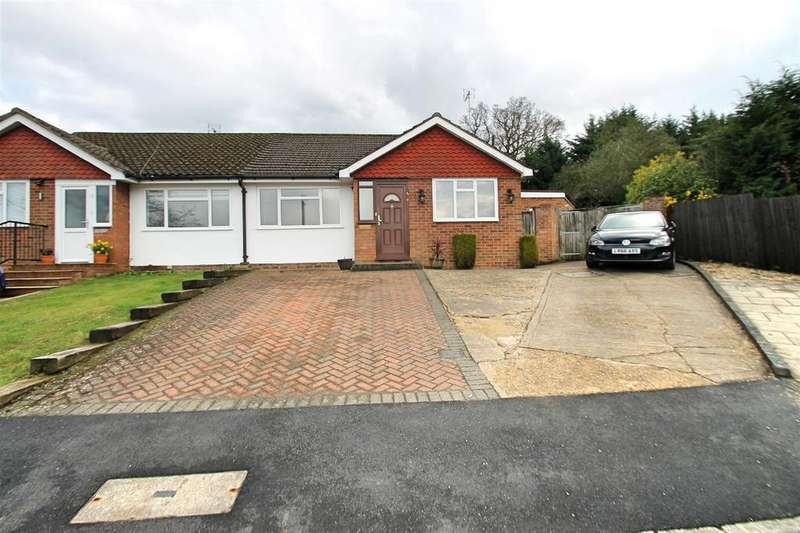3 Bedrooms Bungalow for sale in Clarence Close, Bushey Heath