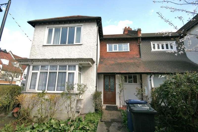 3 Bedrooms Semi Detached House for sale in Queens Walk, Ealing, London W5