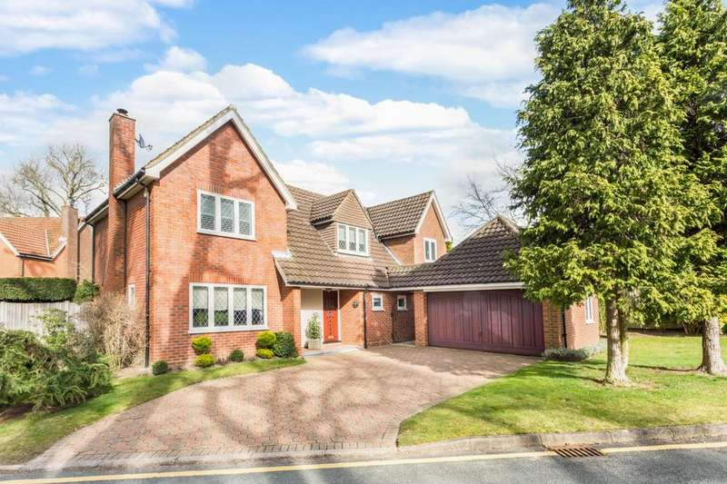 4 Bedrooms Detached House for sale in Pinecroft, Hutton Mount, Brentwood, Essex, CM13