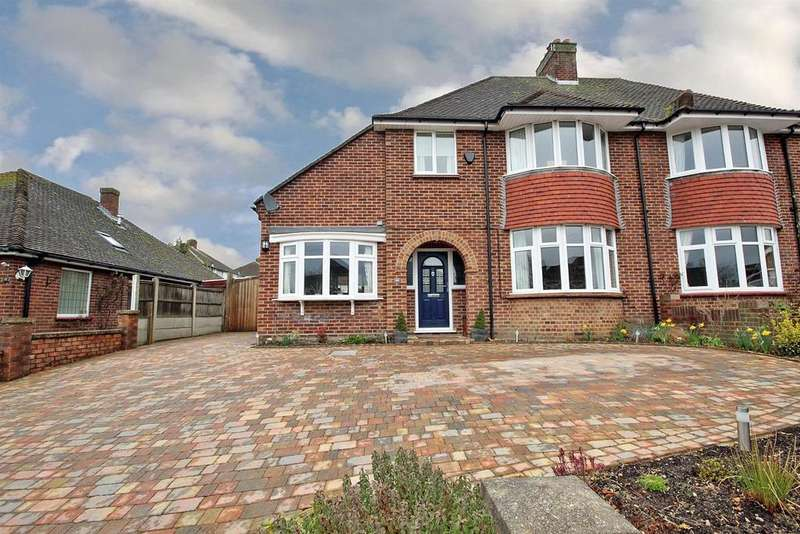 3 Bedrooms Semi Detached House for sale in Queens Drive, Bedford