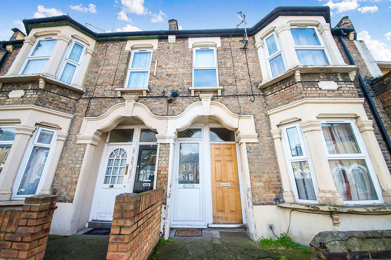 3 Bedrooms Flat for sale in Ling Road, London, E16