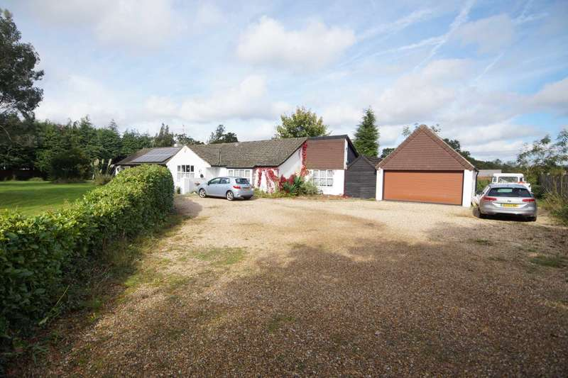 4 Bedrooms Detached Bungalow for sale in Burgh Hill Place, Bramshott, GU30