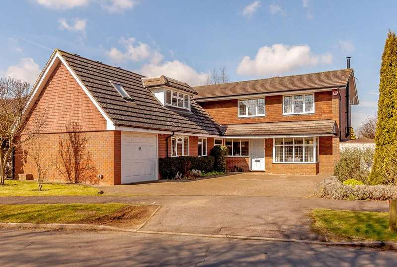 5 Bedrooms Detached House for sale in The Deerings, Harpenden, Hertfordshire